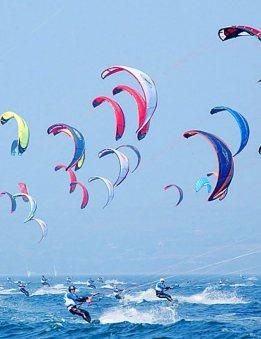 kite surfers in Montpellier, at the Mediterranean Sea